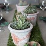 Røft bord med kaktus, jute og gress