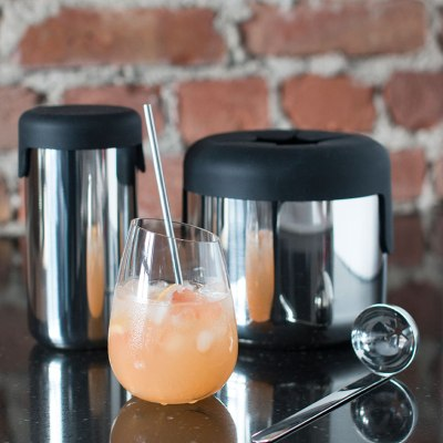 Fredagsdrink med gin, grapefrukt og hyllebær