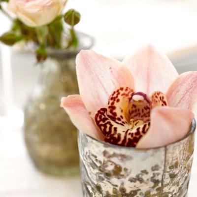 10 kreative ideer til å pynte med orkidéer på bordet