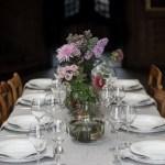 Uformelt bryllupsbord i moderne stil