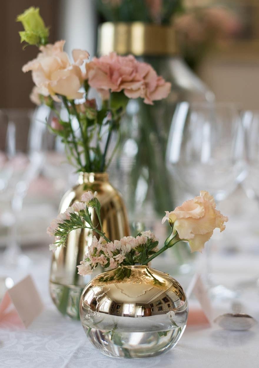 Flower arrangements in small vases