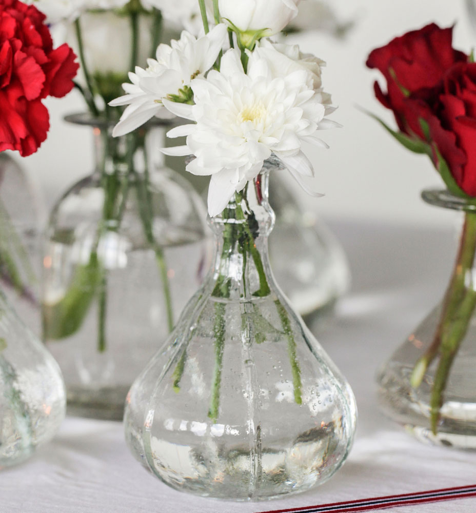 Flower arrangements in small vases