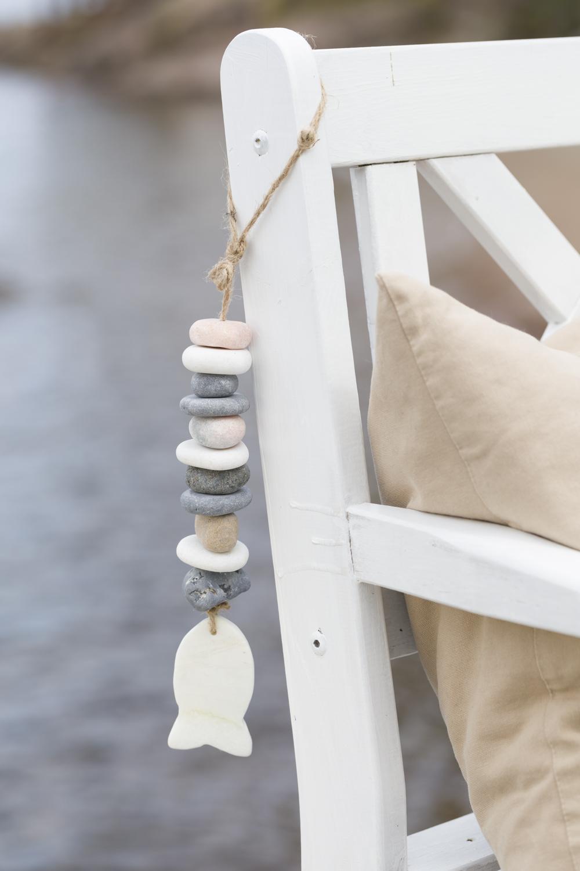 summer beach table decor in white, blue, beige