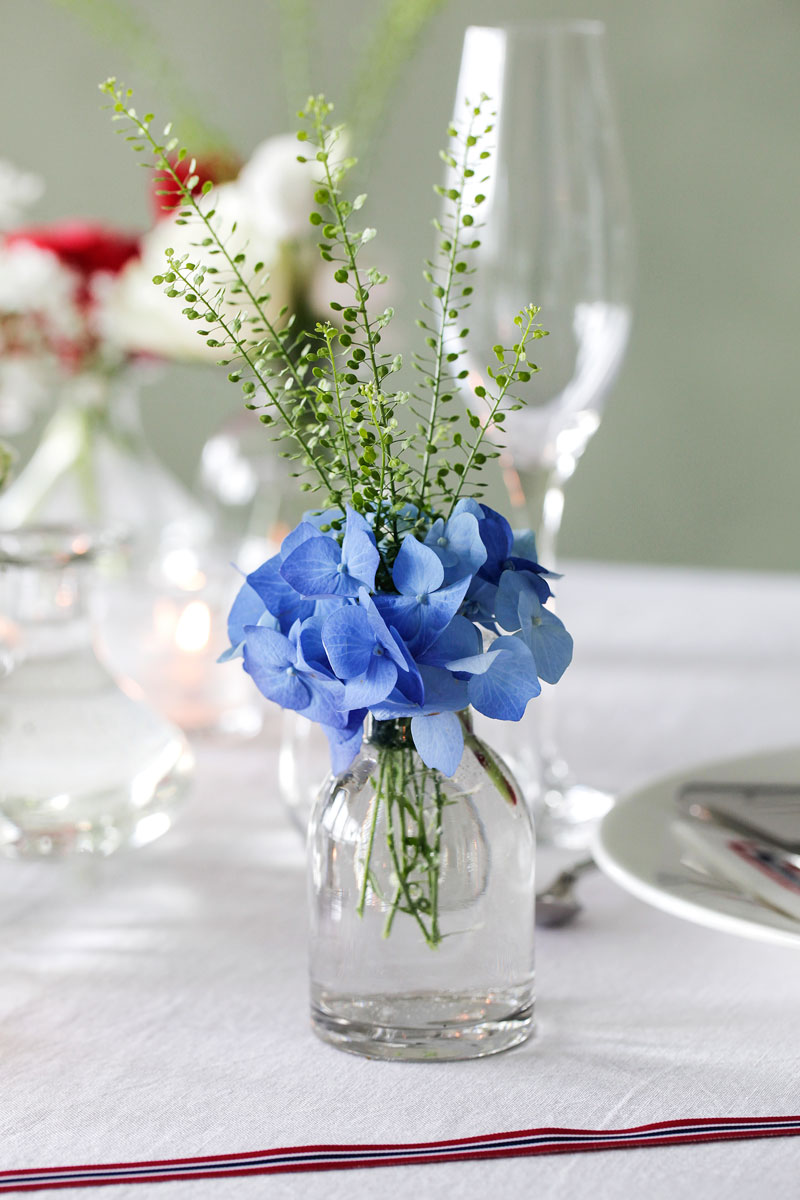 Table setting may spring blue