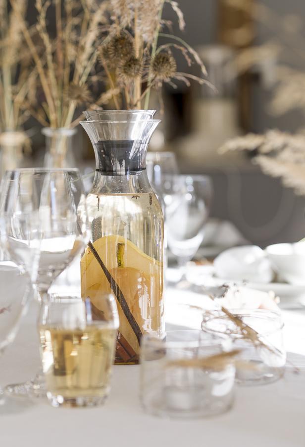 Smaksatt vann med pære, kanel, nellik og vanilje - Marianne de Bourg