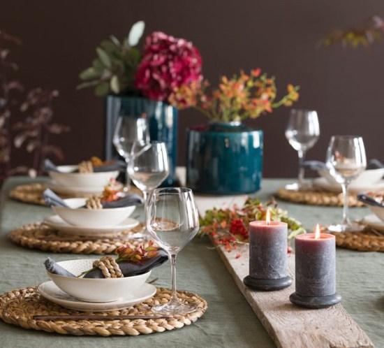 Her er mitt fine høstbord som enkelt dekket med blant annet blåbærlyng - fra bloggen mariannedebourg.no