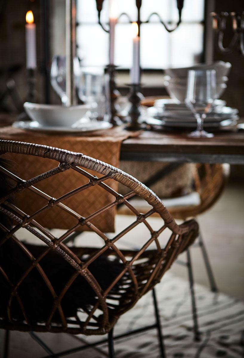 Spisebord med stol i rotting.
