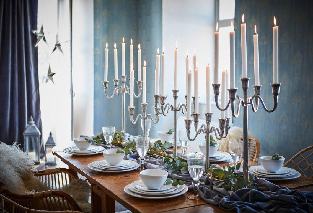 Vakker borddekking med staselige staker.