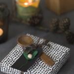 Mitt juleverksted: Julegave skje og hjemmelagd til-og-fra-lapp