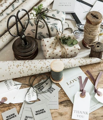 Gavepapir, gavebånd og til og fra-lapper fra Home & Cottage