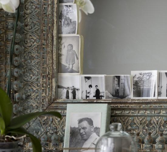 Fotografier har blitt hentet ut fra album og fått kommet til heder og verdighet fremme. På et speil, i en glasskuppel og på en pakke til gjesten.