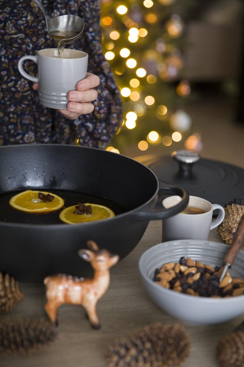 Julegløgg med hvitvin, eplejuice og mandellikør