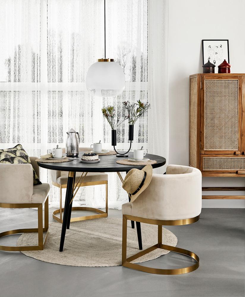 Møbler i Nordal sin kolleksjon våren 2019 har også innslag av messing