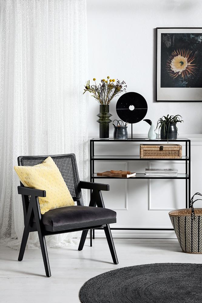 Møbler i rotting i sort og stram stil fra Nordal.