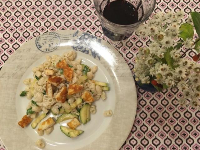 Citronpasta med halloumi och avokado