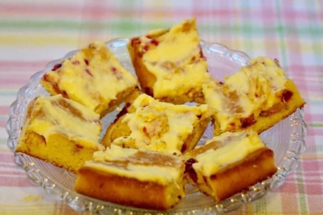Äppelrutor med citrontopping