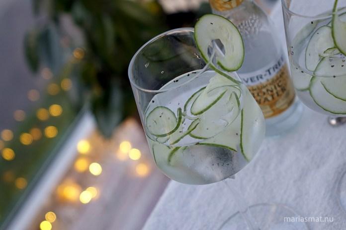 Gin & Tonic med gurka och svartpeppar