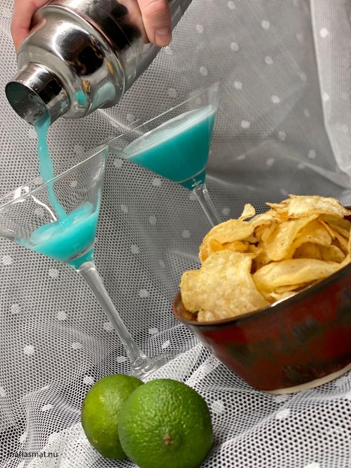 En knallblå fredagsdrink