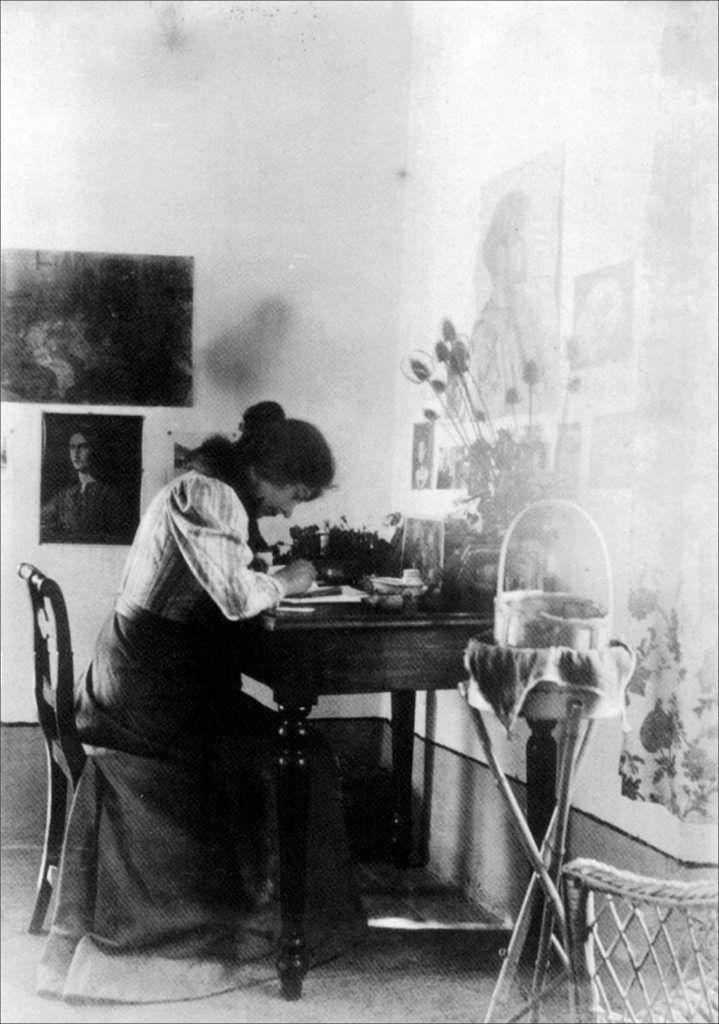 Marie Krøyer skrivende. Taormina 1901