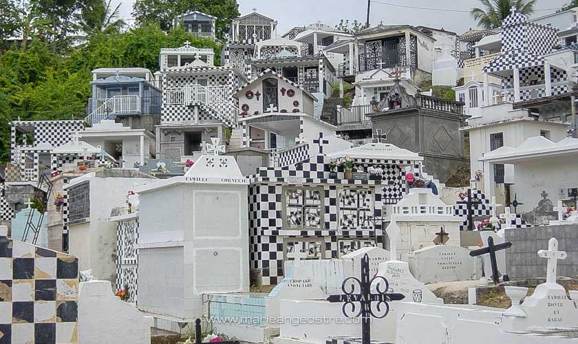 Guadeloupe, cimetière réputé de Morne-à-l'eau, Haute-Terre © Marie-Ange Ostré