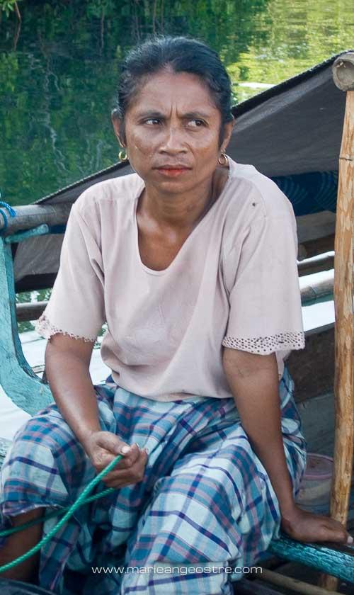Indonésie, femme Bajo parc de Komodo © Marie-Ange Ostré