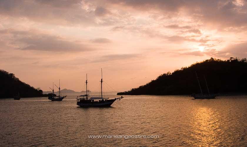 Florès, coucher de soleil sur baie de Labuan Bajo © Marie-Ange Ostré