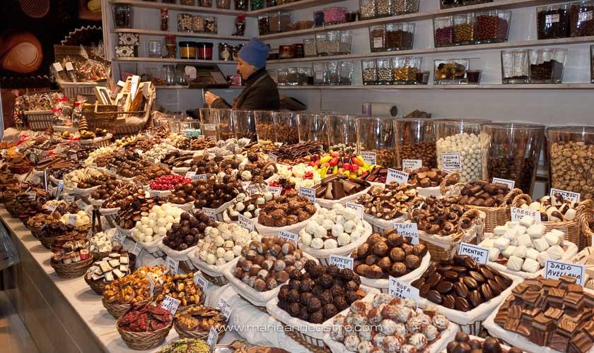 Espagne, chocolats au marché de La Boqueria à Barcelone © Marie-Ange Ostré