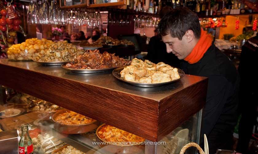 Espagne, tapas au marché de La Boqueria à Barcelone © Marie-Ange Ostré