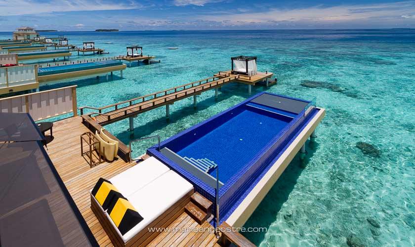 Maldives, villas sur pilotis avec piscine privée à Angsana Velavaru © Marie-Ange Ostré