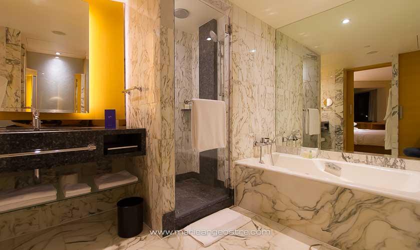 Singapour, salle de bain du Grand Hyatt © Marie-Ange Ostré