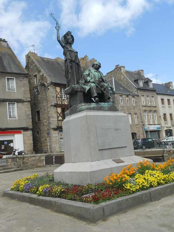 Tréguier-Statue-Renan