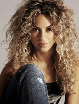 Shakira curly2
