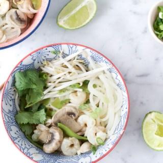 Soupe asiatique aux crevettes, citronnelle et daikon
