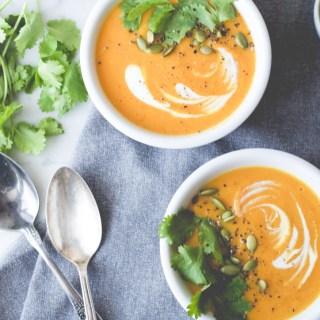 Potage à la patate douce, carotte, lentilles et curcuma
