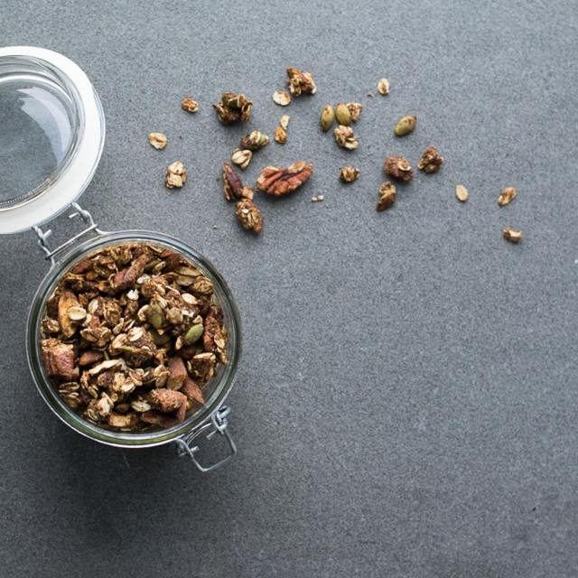 Sur le blogue aujourdhui  un granola qui marie touteshellip