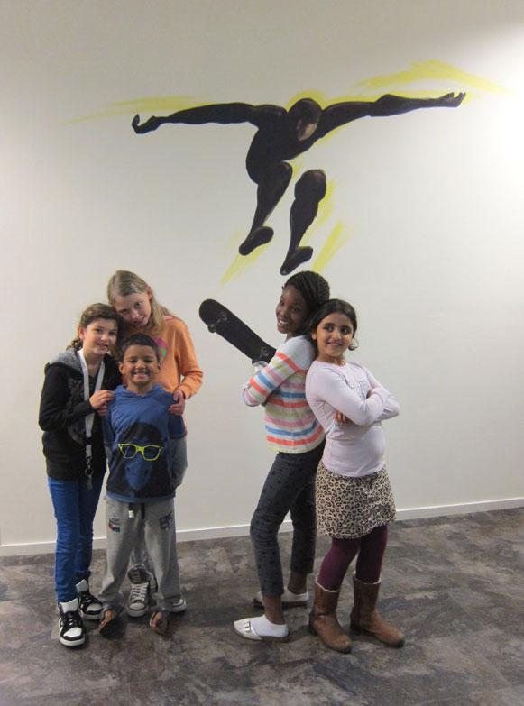 kinderen voor muurschildering van skateboarder