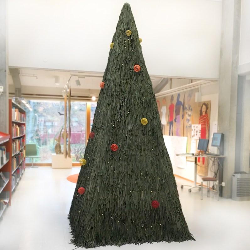 Textil-Julgran-Stadsbiblioteket-i-Lund-by-textile-designer-Marie-Ledendal-web