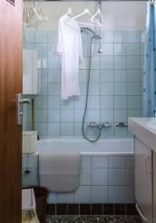 Historisch interieur; badkamer jaren zeventig