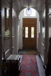 Historisch interieur; voordeur en binnenkomsthal