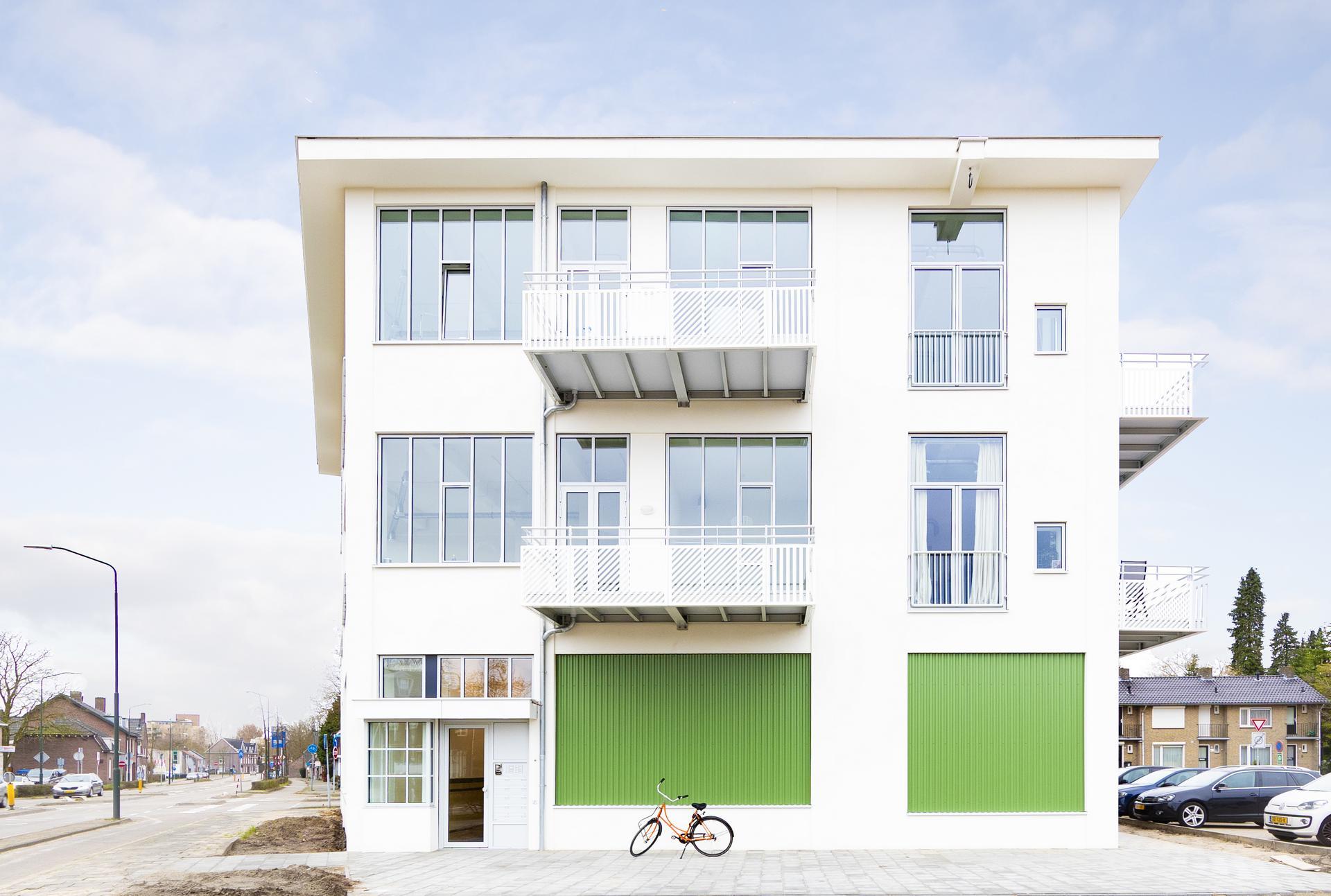Voorkant wit blokgebouw