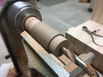 Stationary drill bit mounted in Jacobs chuck mounted in tailstock