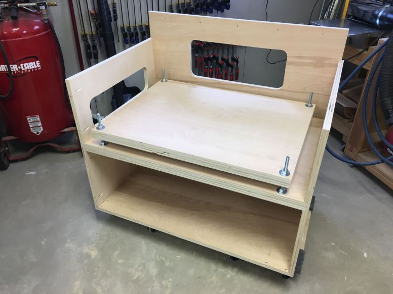 Bench saw stand carcass and leveling plate complete