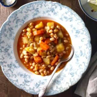 How to make Traditional Greek Bean Soup (fasolada)