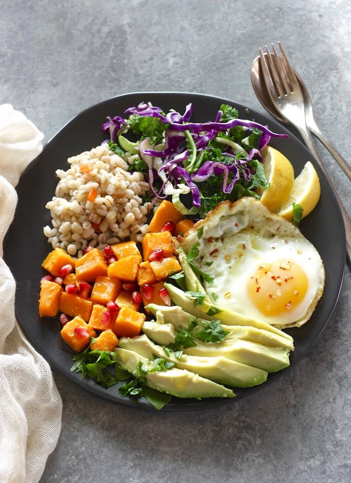 Healthy grain bowl