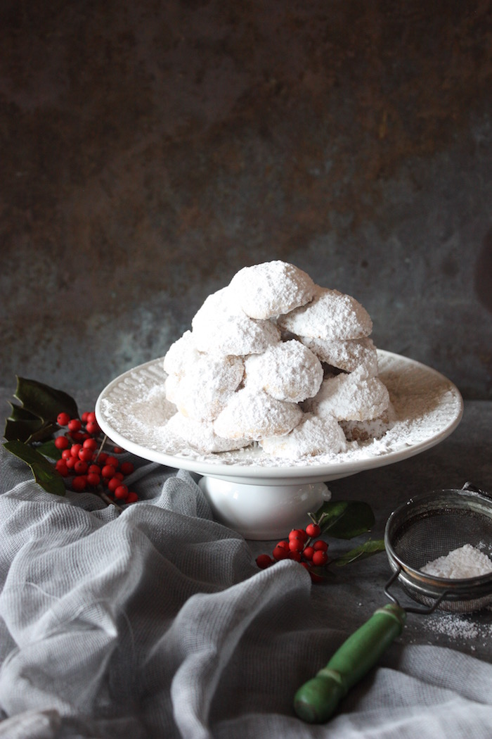 greek christmas almond cookies - Greek Christmas Food