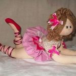 Bailarina tumbada con patrones