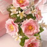 Como hacer un ramo de rosas en porcelana fría.