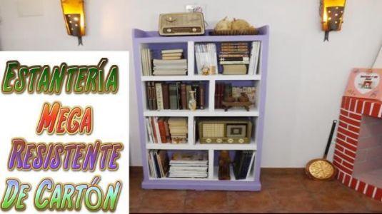 Diy estanter a hecha con cart n marina creativa for Estantes de carton