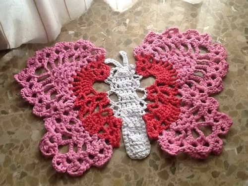 Patrón para hacer una alfombra mariposa de ganchillo