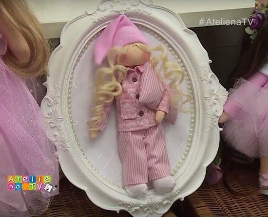 Muñeca de tela en pijama con moldes
